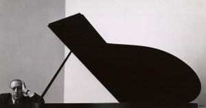 アーノルド・ニューマン 「イゴール・ストラヴィンスキー、作曲家・指揮者」ニューヨーク、1946 年 © 1946 Arnold Newman / Getty Images