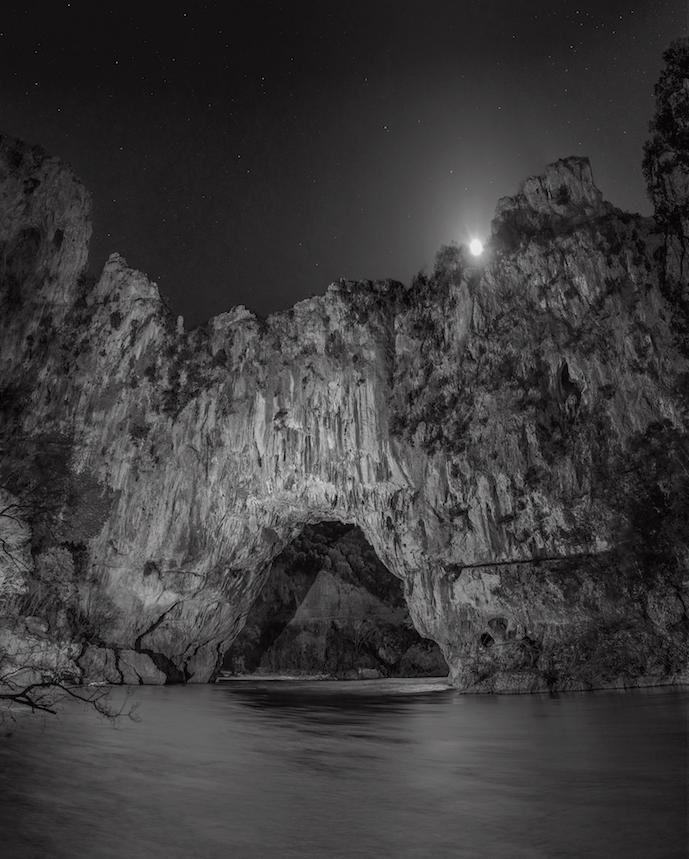 ラファエル・ダラポルタ「The elusive Chauvet – Pont-d'Arc Cave(Éditions Xavier Barral) 」2016年 © Raphaël Dallaporta / Éditions Xavier Barral