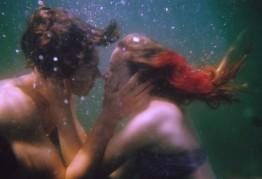 オリヴィア・ビー「Pre-Kiss」2010年 © of the artist and Collection agnés b.