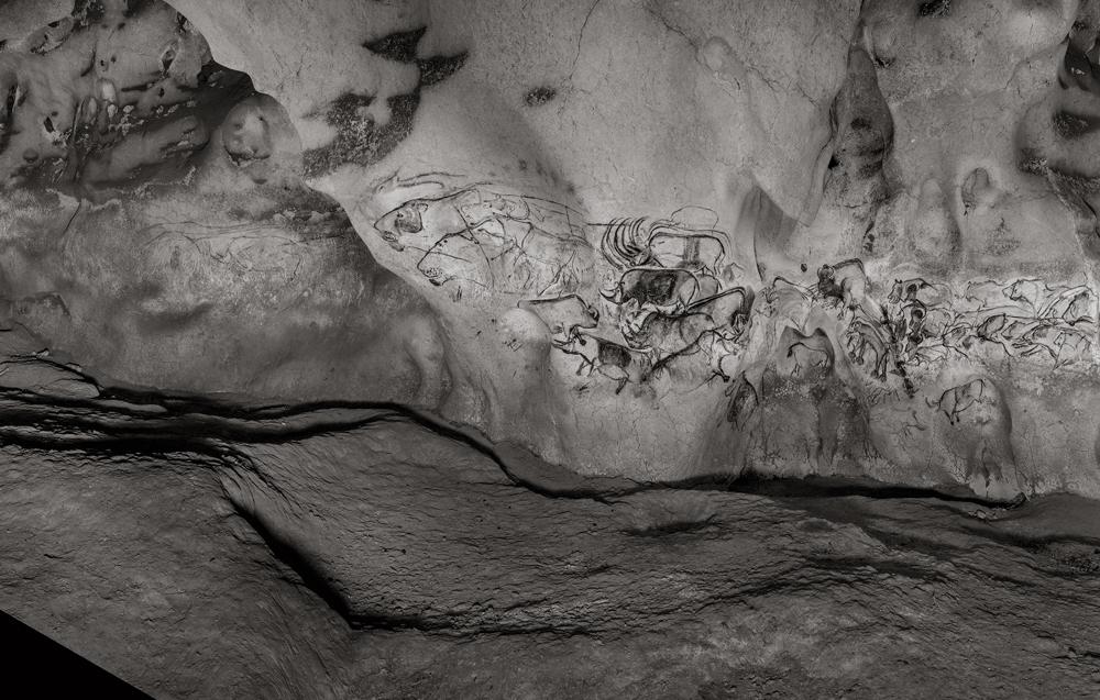 ラファエル・ダラポルタ「The elusive Chauvet – Pont-d'Arc Cave(Éditions Xavier Barral) 」2016年© Raphaël Dallaporta / Éditions Xavier Barral