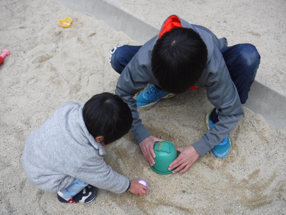"""25 廣瀬晴喜「仲良し2人で砂遊び」Haruki Hirose """"Best friends in the sand pool"""""""