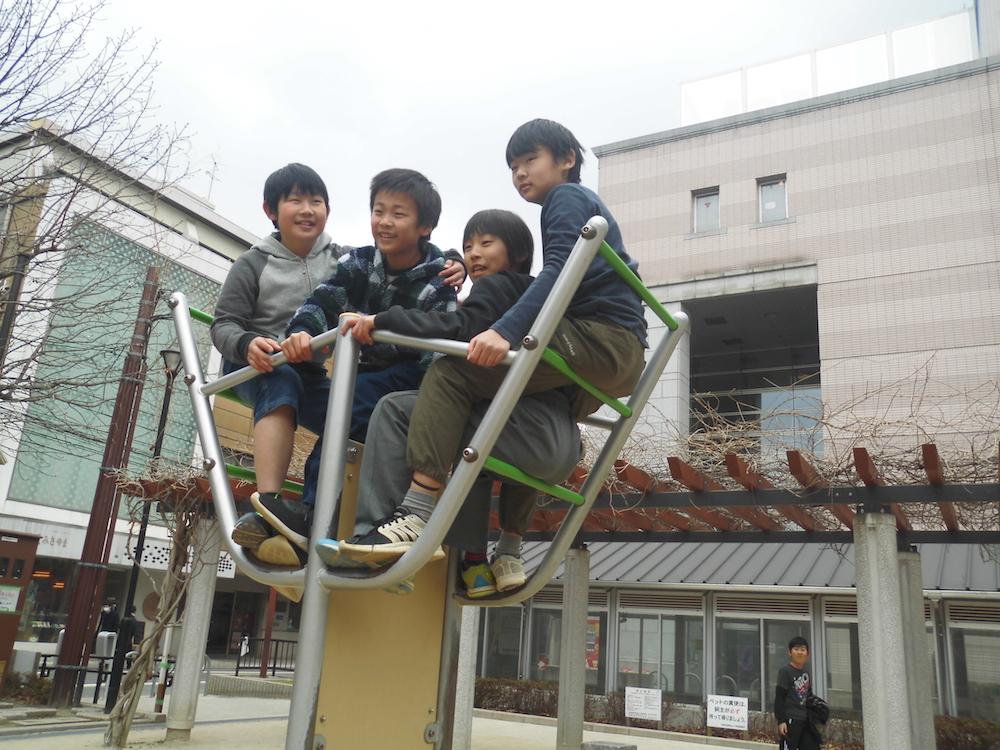 "6 上村周「4人の絆」Shu Uemura ""Four People's Bond"""